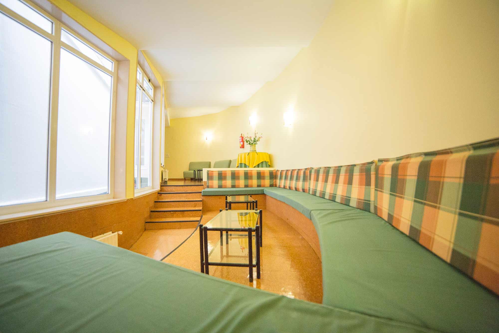 Sala de estar residencia rosaleda for Sala de estar futurista